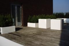 2 modellen vierkante witte polyester of aluminium plantenbakken (groot)