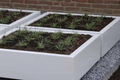 4 witte, lage polyester of aluminium plantenbakken (groot)