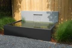 aluminium vijver met lichtgrijze vijverwand en RVS waterval (ook op maat en in ral-kleur naar keuze) (gr)