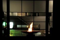 brandende vuurschaal  diameter 120 cm  op sokkel (groot)