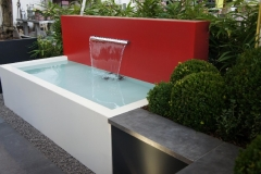 witte aluminium vijver met rode vijverwand en RVS waterval (ook op maat en in ral-kleur naar keuze) (gr)